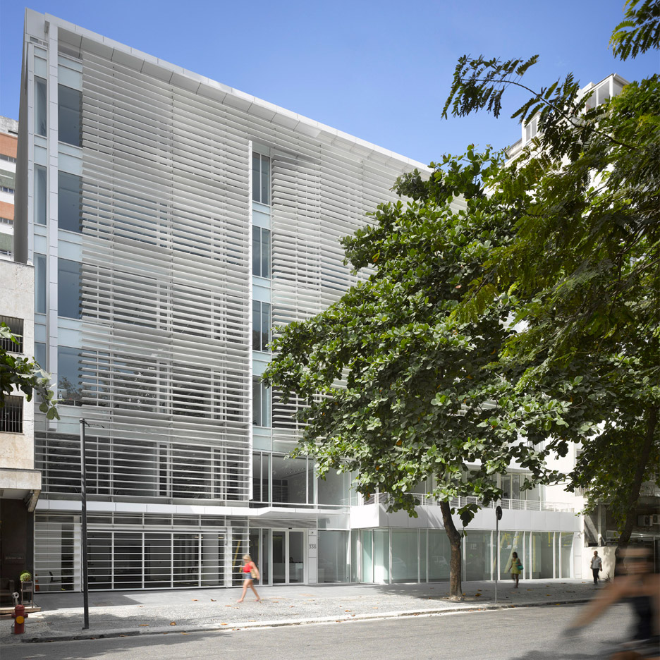 leblon-offices-richard-meier-partners-square_dezeen_936_0-1